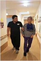 4麻痺側からの歩行介助